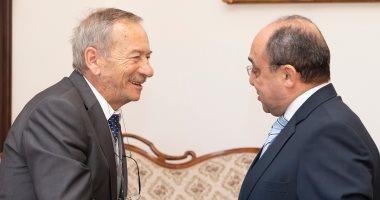 سفير مصر فى التشيك يلتقى رئيس الشيوخ.. ومناقشات حول السياحة والاستفتاء