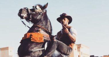 محمد رمضان على ظهر حصان لتشويق جمهوره لعمل جديد