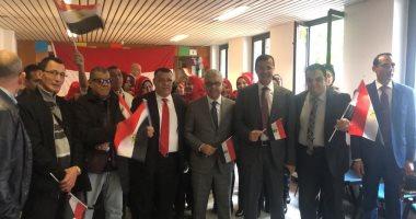صور.. استمرار توافد المصريين على القنصلية بميلانو للمشاركة فى استفتاء الدستور