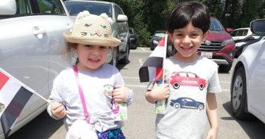 أطفال مصر يشاركون أهاليهم بالخارج فى أول أيام الاستفتاء على الدستور