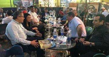صور.. وزيرا الآثار والسياحة وأعضاء مجلس النواب على مقهى شعبى بالأقصر