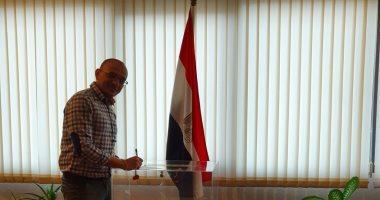 صور.. المصريون فى تايلاند يصوتون على الدستور داخل السفارة فى بانكوك