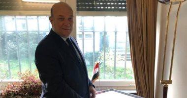 سفير مصر فى سويسرا يدلى بصوته بالاستفتاء على تعديلات الدستور.. صورة