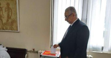 السفير المصرى بالصين يدلى بصوته فى الاستفتاء على تعديل الدستور