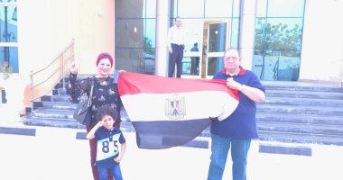 توافد المواطنين على مدرسة رمسيس بالجمالية للمشاركة فى الاستفتاء