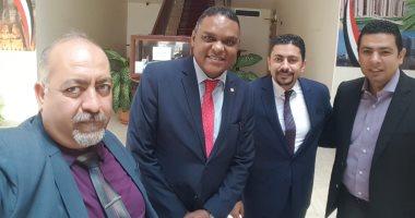 إقبال الاستفتاء بمقر السفارة المصرية بمسقط لليوم الثانى على التوالى
