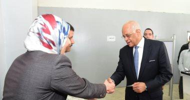 صور.. رئيس البرلمان داعيا المواطنين للمشاركة بالاستفتاء: كلما تقدمتم زاد التشكيك