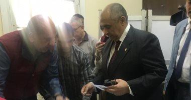 فيديو وصور.. وزير الزراعة يدلى بصوته فى الاستفتاء على التعديلات الدستورية