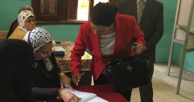 وزيرة البيئة تدلى بصوتها فى الاستفتاء على التعديلات الدستورية بمصر الجديدة