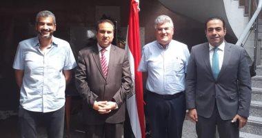 عبد الحكيم عبد الناصر يدلى بصوته فى الاستفتاء على التعديلات الدستورية بدبى