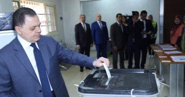 وزير الداخلية عقب الإدلاء بصوته فى الاستفتاء: هدفنا توفير مناخ آمن للمواطنين