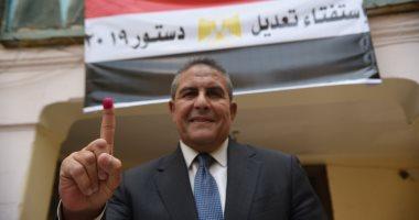 طاهر أبو زيد يدلى بصوته فى الاستفتاء على التعديلات الدستورية.. صور