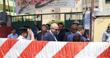 محافظ الجيزة يتفقد لجان الاستفتاء بمدرسة الشهيد أحمد عبد العزيز ببولاق الدكرور