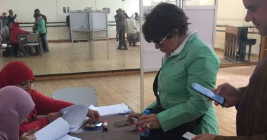 """""""ماما نجوى"""" تدلى بصوتها فى الاستفتاء وتؤكد: السيدات لهن نصيب كبير بالتعديلات"""