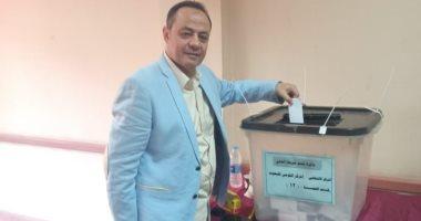 طارق يحيى يدلى بصوته فى الاستفتاء على التعديلات الدستورية