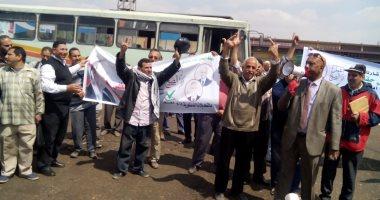 صور.. عمال هيئة النقل العام بالقاهرة يشاركون فى استفتاء الدستور