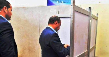 صور.. وزير التجارة والصناعة يدلى بصوته فى الاستفتاء على الدستور بالدقى