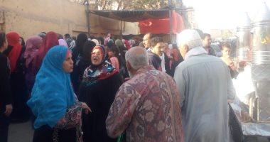 صور.. توافد مئات الناخبين على مقر لجان الزاوية والوايلى للمشاركة بالاستفتاء