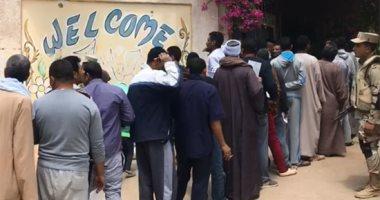 استمرار إقبال المواطنين على لجان حدائق الأهرام للمشاركة فى الاستفتاء