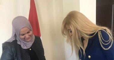 بكل لغات العالم.. 40 صورة تلخص تصويت المصريين بالخارج فى استفتاء الدستور
