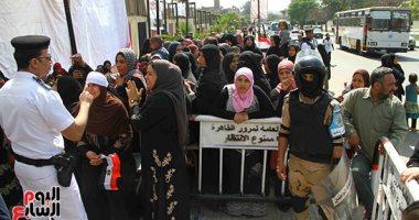 فيديو.. طوابير أمام لجان القاهرة الجديدة للتصويت على التعديلات الدستورية