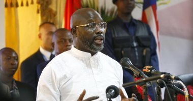 الثعابين تجبر رئيس ليبيريا على مغادرة مكتبه وتضطره للعمل من المنزل