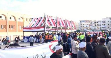 فيديو.. احتشاد المواطنين أمام مدرسة الفردوس بمدينة بدر للمشاركة بالاستفتاء