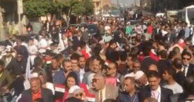 فيديو.. مسيرة حاشدة لأهالى الحدائق للمشاركة فى ماراثون الاستفتاء
