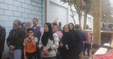 فيديو وصور.. إقبال المواطنين على اللجان للتصويت على التعديلات الدستورية بإمبابة
