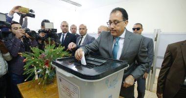 رئيس الوزراء يدلى بصوته فى الاستفتاء على التعديلات الدستورية