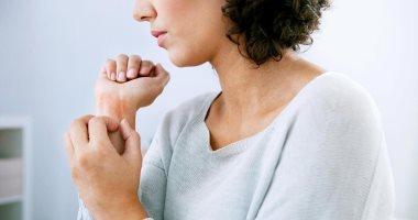 علاج الإكزيما عن طريق تجنب التعرق والاستحمام بالماء الفاتر