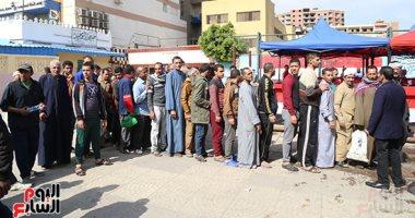 طوابير المواطنين أمام اللجان للمشاركة فى الاستفتاء على تعديلات الدستور