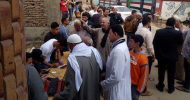 تزايد أعداد الناخبين بالاستفتاء على تعديل الدستور بقرية أبو غالب بمنشأة القناطر