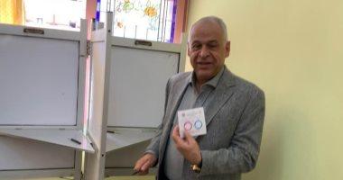 صور.. فرج عامر يدلى بصوته فى الاستفتاء على التعديلات الدستورية