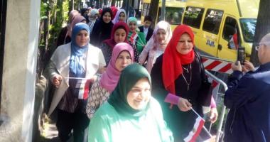 فيديو.. مشاركة نسائية كبيرة فى الاستفتاء على الدستور بقنصلية مصر بميلانو