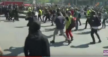 شاهد.. أعمال شغب وحرق بباريس واشتباك بين أصحاب السترات الصفراء والشرطة