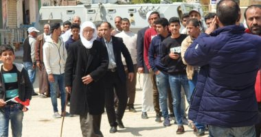 طوابير تمتد عشرات الأمتار خارج لجان الاستفتاء على تعديل الدستور بشمال سيناء
