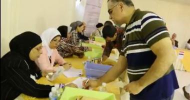 تحيا مصر تجمعهم.. المصريون بالكويت يشاركون بكثافة فى استفتاء الدستور ..فيديو