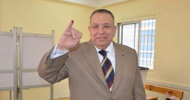 وكيل مجلس النواب يدلى بصوته فى الاستفتاء ويثنى على المشاركة الفاعلة