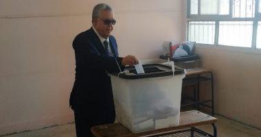 رئيس المحكمة الدستورية العليا يدلى بصوته فى الاستفتاء بمدرسة طبرى شيراتون