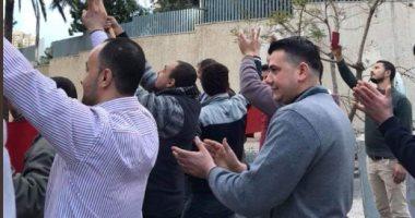 قبل ساعات من إغلاق التصويت.. مصريون فى لبنان يواصلون التصويت بالاستفتاء