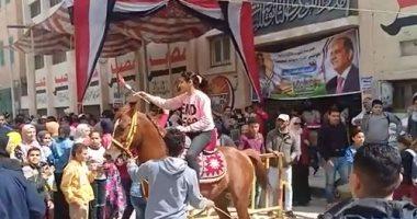 شاهد فى دقيقة.. لماذا رقص المصريون أمام اللجان؟