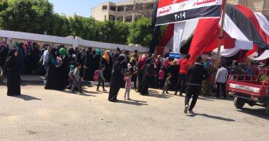 صور... أطول طابور بحشود هائلة بلجان السلام للاستفتاء على الدستور