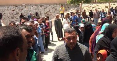 طوابير الناخبين تتجدد للتصويت على تعديل الدستور أمام لجان الرماية