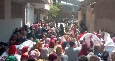 """أهالي كفر حكيم يرفضون الإرهاب أمام اللجان: مافيش بينا خاين """"فيديو"""""""