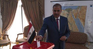 رئيس جامعة الأزهر يدلى بصوته فى سفارة مصر بالبحرين باستفتاء الدستور