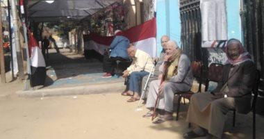 صور.. إقبال المواطنين بالمعادى للمشاركة فى ثانى أيام الاستفتاء على الدستور