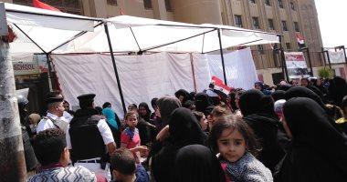 صور.. طوابير السيدات تنتظر التصويت على التعديلات الدستورية بمدينة نصر
