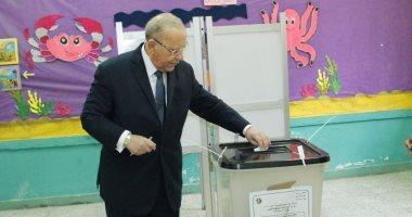 وزير العدل يدلى بصوته فى الاستفتاء ويؤكد: المشاركة واجب وطنى
