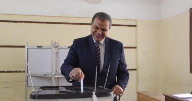 وزير القوى العاملة يتفقد غرفة العمليات المركزية لمتابعة استفتاء الدستور
